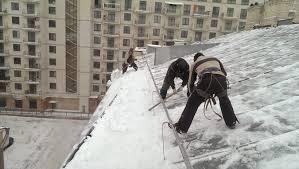Чистка крыши от снега в питере