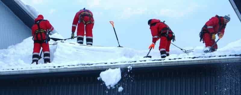 Очистка снега с плоской кровли