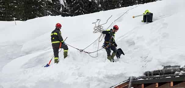 Система для очистки крыши от снега
